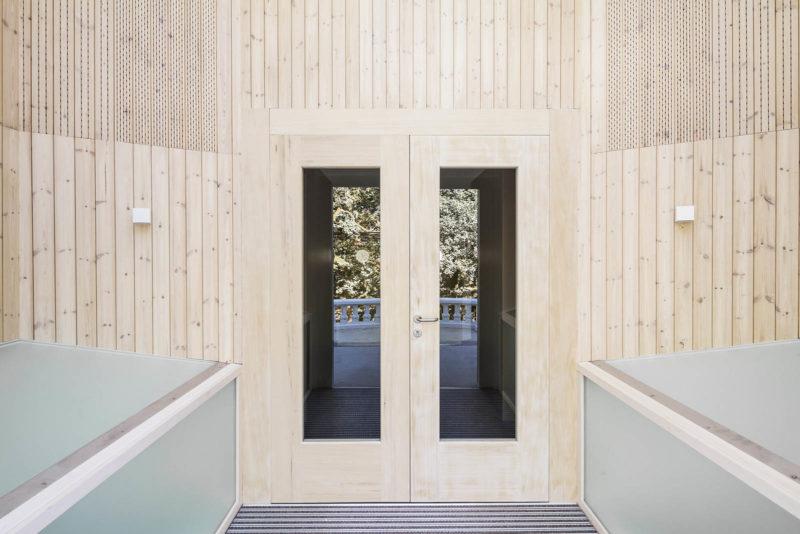 Utilizar la madera como acondicionamiento acústico permite mejorar y controlar el sonido de los recintos
