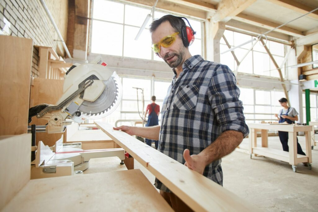 La madera mejora el acondicionamiento acústico de empresas y viviendas